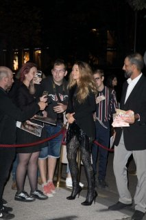 Blake-Lively-in-Black_-Out-in-Paris--02-662x993.jpg