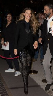 Blake-Lively-in-Black_-Out-in-Paris--03-662x1177.jpg