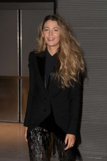 Blake-Lively-in-Black_-Out-in-Paris--04-662x993.jpg