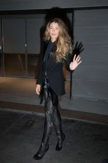 Blake-Lively-in-Black_-Out-in-Paris--06-662x993.jpg