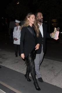 Blake-Lively-in-Black_-Out-in-Paris--07-662x993.jpg