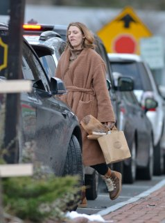 blake-lively-out-shopping-in-new-york-12-26-2018-2.jpg