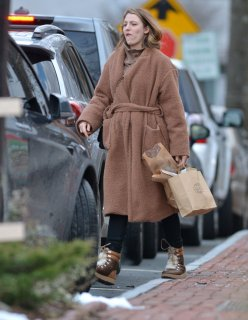 blake-lively-out-shopping-in-new-york-12-26-2018-4.jpg