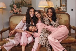 Victorias-Secret-Holiday-2019-Campaign37.jpg