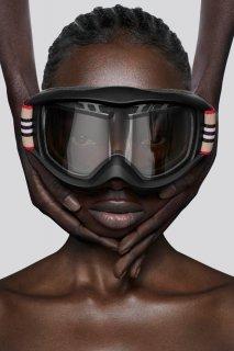 burberry-Icon-Stripe-ski-googles-capsule-collection-the-impression-003-1.jpg