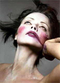 christina-ricci-by-mert-marcus-for-pop-fallwinter-2004-03.jpg