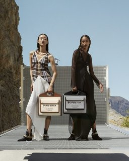 Burberry-fall-2020-ad-campaign-the-impression-002-scaled.jpg