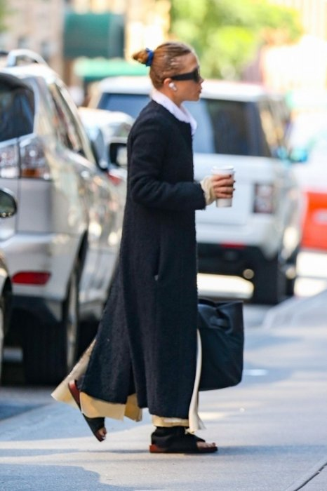 mary-kate-olsen-was-spotted-starting-her-day-in-new-york-0.jpg