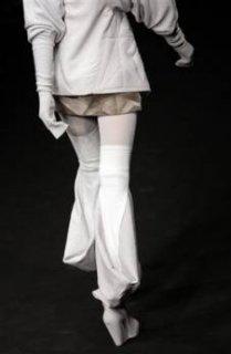 345,http_d.yimg.com_a_p_ap_20090305_capt.7a4b52a3f35441478d97db6373436d35.france_fashion_ena130.jpg