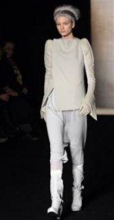 345,http_d.yimg.com_a_p_ap_20090305_capt.012b124fd50743ac91d3502c89196770.france_fashion_ena132.jpg