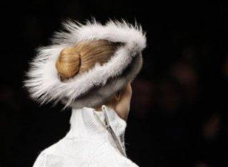 400,http_d.yimg.com_a_p_ap_20090305_capt.36163db8e0aa414492f1fb748eff40bb.france_fashion_ena123.jpg