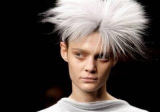 400,http_d.yimg.com_a_p_ap_20090305_capt.ae127e9c088d484d80e5c7547a2a09ff.france_fashion_ena131.jpg