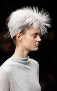 345,http_d.yimg.com_a_p_ap_20090305_capt.892765a7b8464372baf2d5aac4f519fb.france_fashion_ena136.jpg