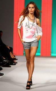 Silvian+Heach+Spring+Summer+2009+Fashion+Show+-Dbp-pas9w7l.jpg
