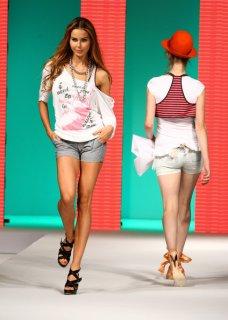 Silvian+Heach+Spring+Summer+2009+Fashion+Show+kc4D7O-lG6ol.jpg