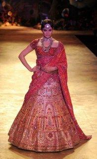 pearls-delhi-couture-week-jj-vallaya-kangna-ranaut.jpg