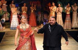 pearls-delhi-couture-week-jj-vallaya-kangna-ranaut-1.jpg