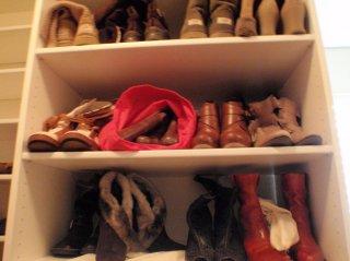 boot shelves above drawers.JPG