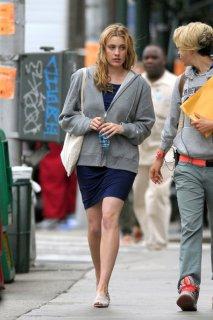 Greta+Gerwig+wearing+grey+hoodie+over+blue+h4EKV3S59x0l.jpg